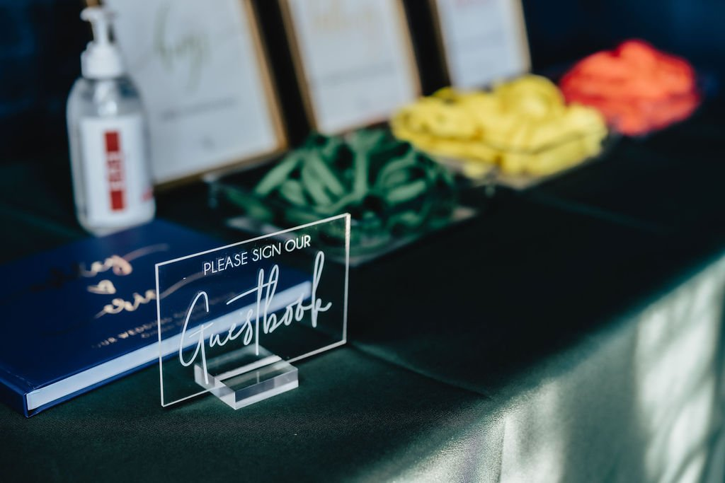 Fun-ways-to-create-a-guest-book-experience-for-a-wedding-LeeHenry-Events