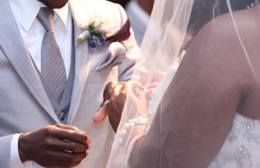 Choosing Your Wedding Photos   LeeHenry Events